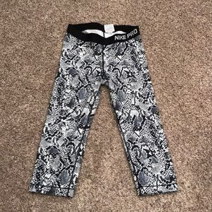 Nike Pro Crop Snakeskin Pattern Crop Athletic Pant